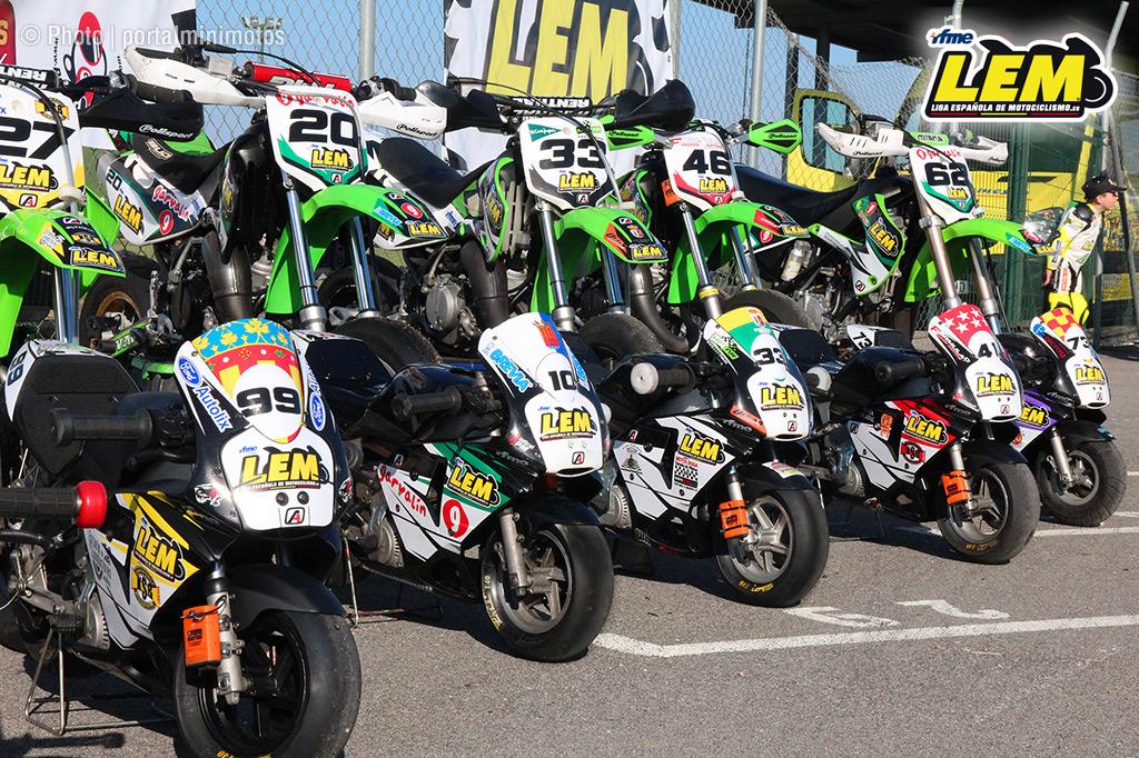 Aquí vemos las motos de las diferentes escuelas de la LEM