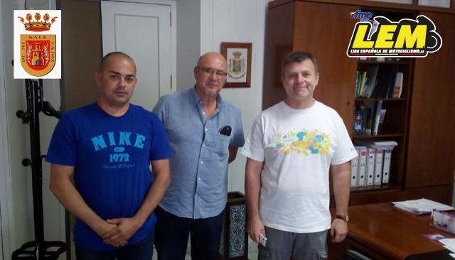 David Doga, Don Jose Luis del Río (Alcalde), Don Jacobo Camarero (Concejal de Deportes).